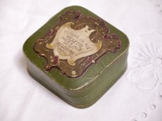 画像2: 古い紙製グリーンのパウダーケース violette (2)