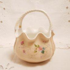 画像2: 花と小鳥柄 カゴ型ピンク陶器の器 (2)