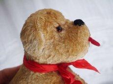 画像7: 赤いリボンの犬のぬいぐるみ (7)