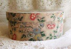 画像4: 丸型 花とツタ模様カルトナージュBOX (4)