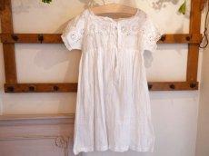 画像2: 綿ローン ホワイト刺繍 子供ドレス (2)