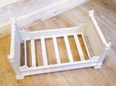 画像5: ライトグレーの木製ドール用ベッド (5)