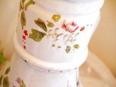 画像6: 花と小鳥柄ハンドペイントの白のポット (6)
