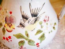画像5: 花と小鳥柄ハンドペイントの白のポット (5)