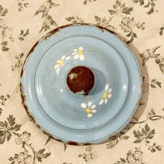 画像6: 小鳥と蝶々と小花の小さめ水色ホーローポット (6)