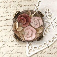 画像1: 薔薇とカーネーションのルーサイトブローチ (1)