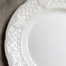 画像3: ショワジールロワ 白いレリーフ皿 (3)