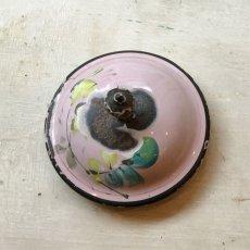 画像5: 小鳥と薔薇柄 淡いピンクのホーローポット (5)