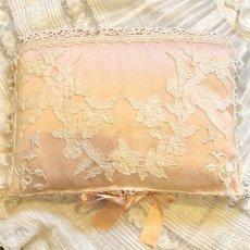 画像1: 天使モチーフ ピンクのハンキーケース (1)