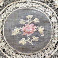画像2: 薄ピンクの花刺繍 ノルマンディーレースのドイリー ラウンドA (2)