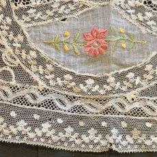 画像4: お花の色刺繍 ノルマンディーレースのドイリー (4)