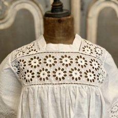 画像7: 花柄カットワークレースのベビードレス (7)