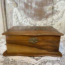 画像2: モシュリンヌ スミレとミモザ柄 木箱 ケース (2)