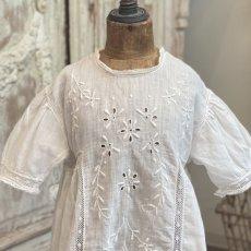 画像2: 手刺繍のベビードレス   (2)