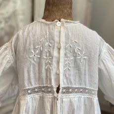 画像4: 手刺繍のベビードレス   (4)