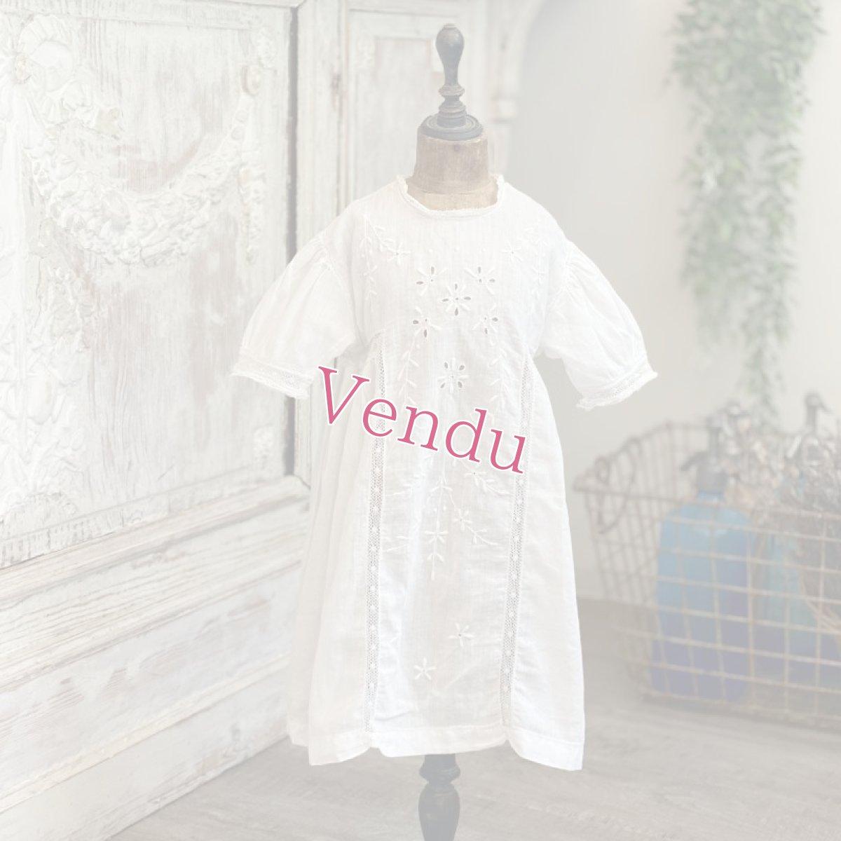 画像1: 手刺繍のベビードレス   (1)