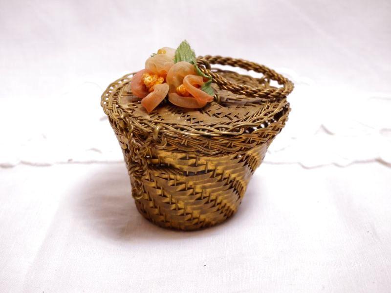 画像1: メタル製小花付き小さなバスケット (1)