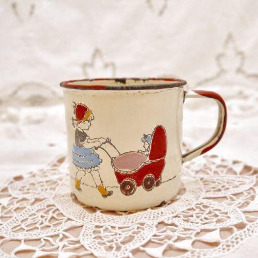 画像1: ビンテージ ホーロー製の子供用ミルクカップ (1)