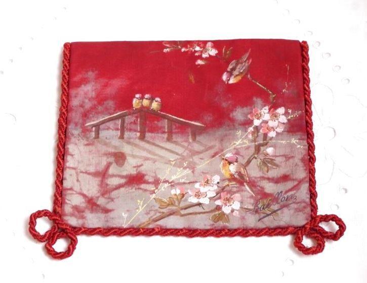 画像1: 鳥柄赤のシルク製ハンキーケース  (1)