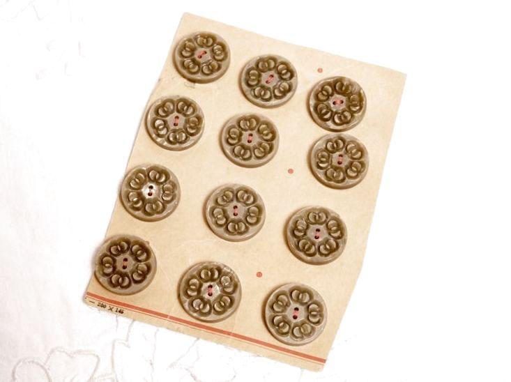 画像1: プラスチック 台紙付きボタン12個セット (1)