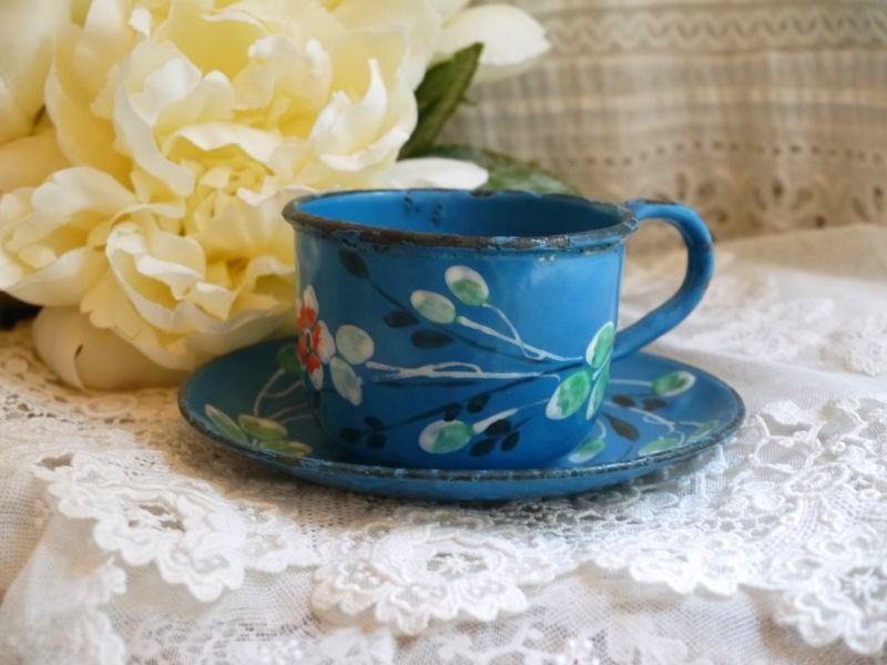 画像1: ホーローブルー小花柄カップ&ソーサー (1)