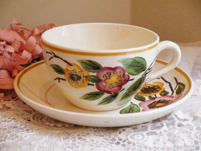 画像1: サルグミンヌ可愛い花柄カップ&ソーサー (1)