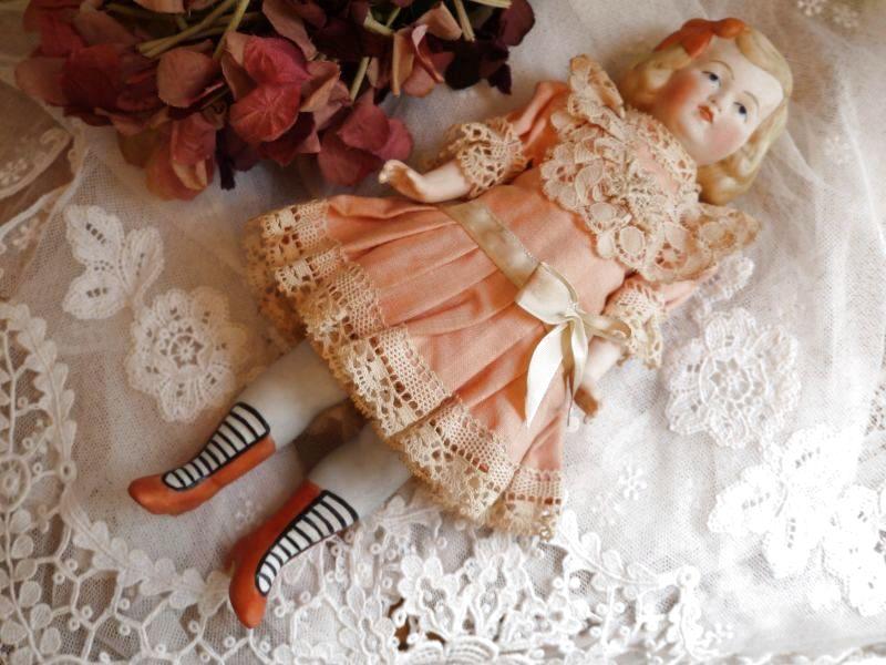 画像1: Heubach コーラルオレンジのドレスのオールビスクドール (1)