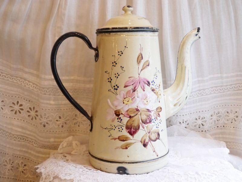 画像1: 通常価格¥31680→¥19008  *クリーム色ハンドペイント花と蝶柄ホーローポット  (1)