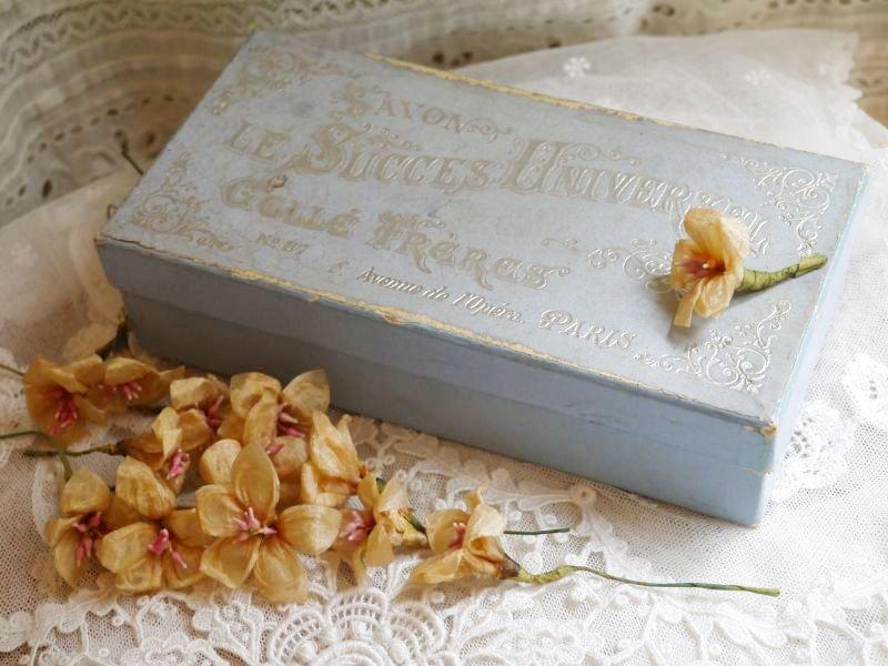 画像1: 石鹸の紙箱とワックスペーパーの花セット (1)