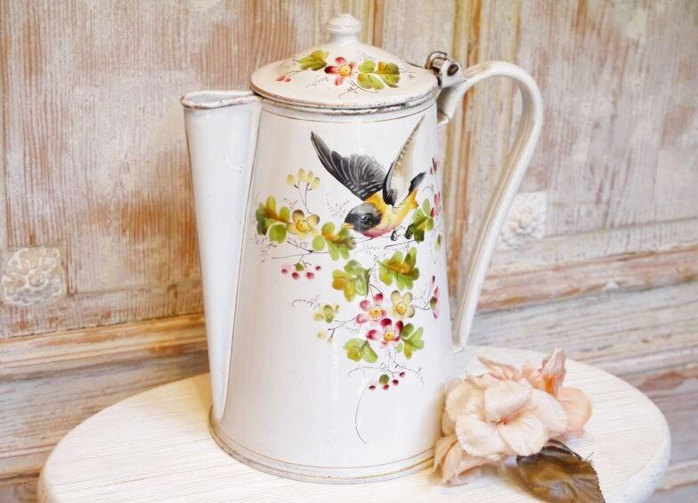 画像1: レア!花と小鳥と蝶柄ホワイトホーローポット (1)