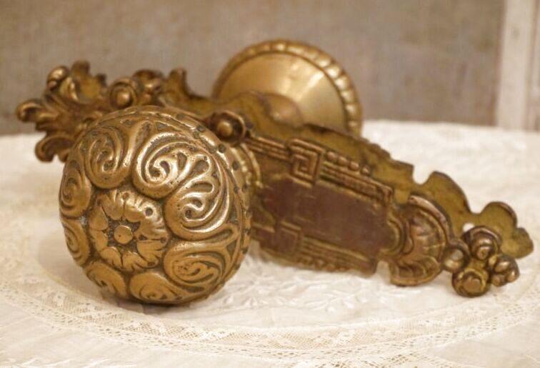 画像1: 装飾カバー付き 真鍮製ドアノブ (1)