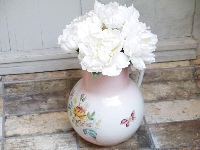 画像1: 薔薇と蝶柄 ピンクぼかし 大きめジャグ (1)