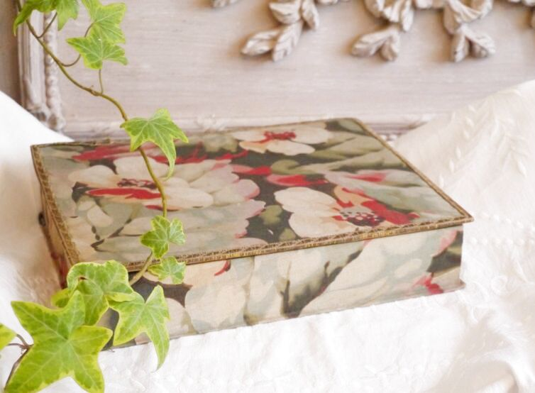 画像1: グリーン メタルブレード縁取り花柄カルトナージュ (1)