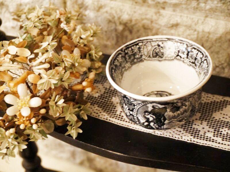 画像1: 天使の柄 グリザイユ 小さなカップ (1)