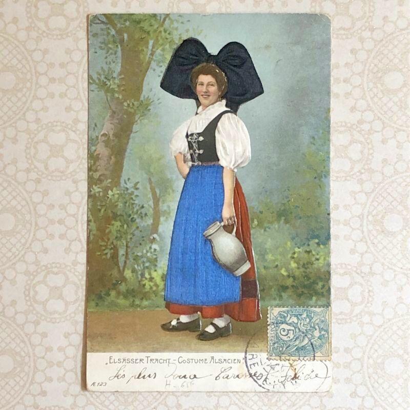 画像1: アルザス地方民族衣装 ジャグを持つ女性のポストカード (1)